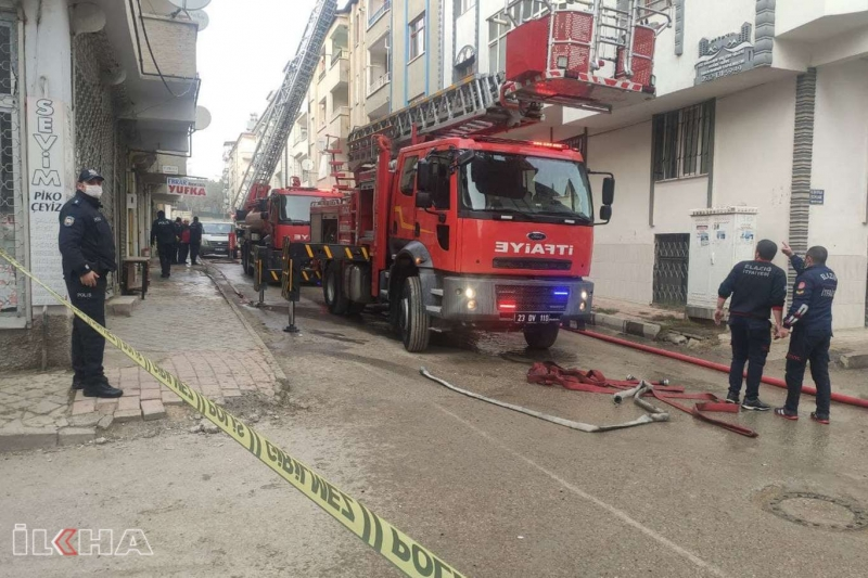 Bina çatısında çıkan yangın korkuttu