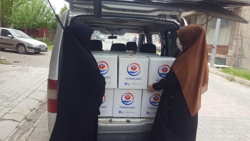 HÜDA PAR Elazığ Kadın Kolları Yetim Ailelere Yardım Kolisi Dağıttı