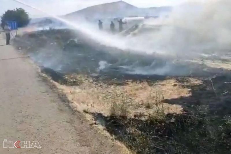 Kovancılar`da İtfaiyenin erken müdahale ettiği yangın eve sıçramadan söndürüldü